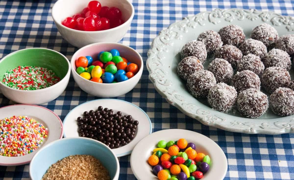 הבלוג של לייזה פאנלים | יומן מטבח קטן של עקרת בית גדולה | מילון כדורי השוקולד הגדול 4