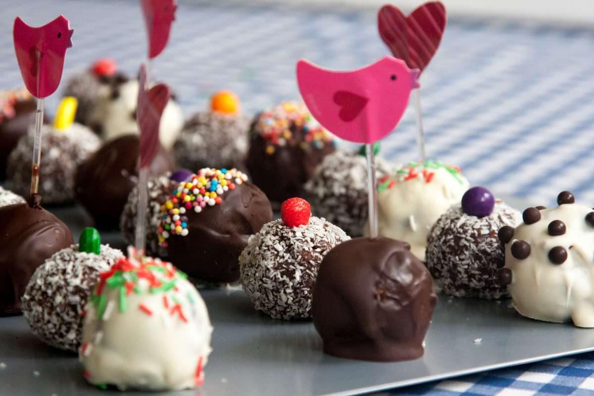 הבלוג של לייזה פאנלים | יומן מטבח קטן של עקרת בית גדולה | מילון כדורי השוקולד הגדול 8