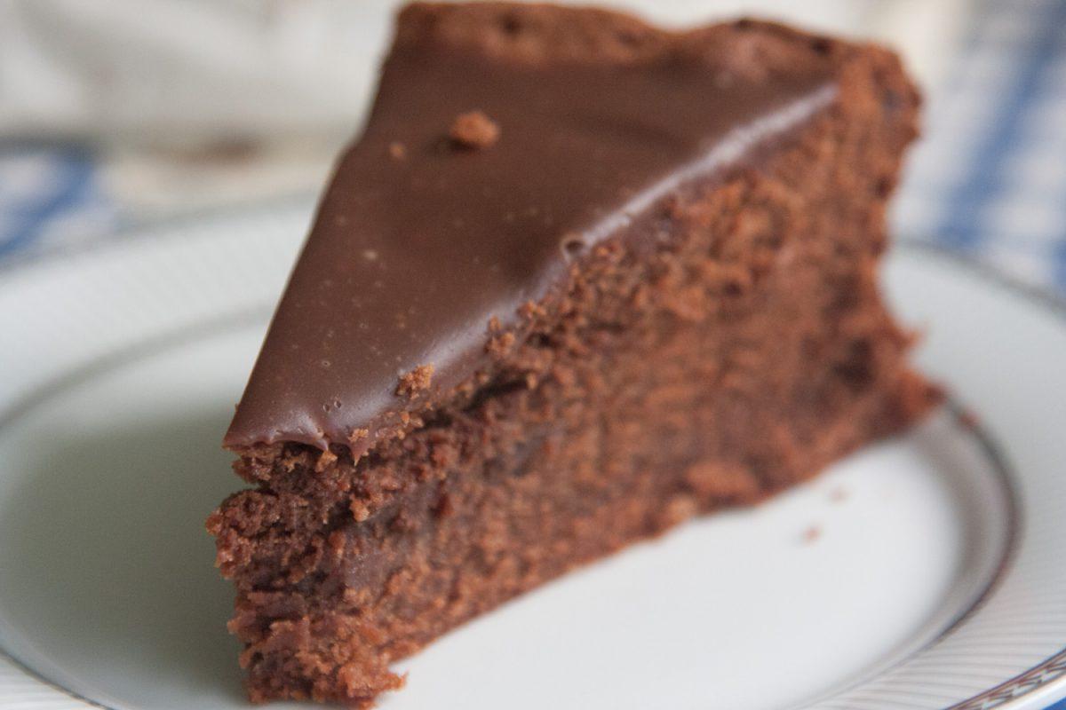 הבלוג של לייזה פאנלים | יומן מטבח קטן של עקרת בית גדולה | עוגת השוקולד המנצחת שלי! 4