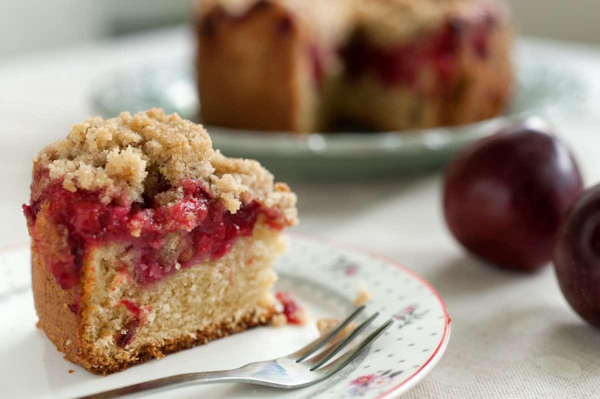 הבלוג של לייזה פאנלים | יומן מטבח קטן של עקרת בית גדולה | מעשה בקופסא סגולה ועוגת שזיפים 2