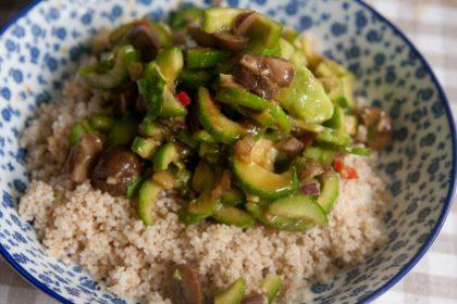 הבלוג של לייזה פאנלים | יומן מטבח קטן של עקרת בית גדולה | סלט מלפפונים כמו של ג'ירף, אבל טבעוני!!! 1