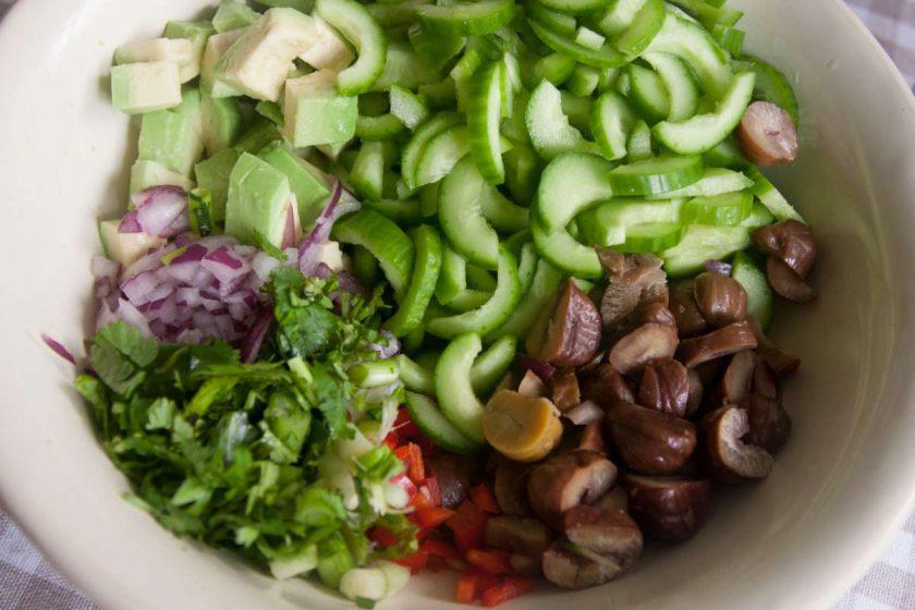 הבלוג של לייזה פאנלים | יומן מטבח קטן של עקרת בית גדולה | סלט מלפפונים כמו של ג'ירף, אבל טבעוני!!! 2