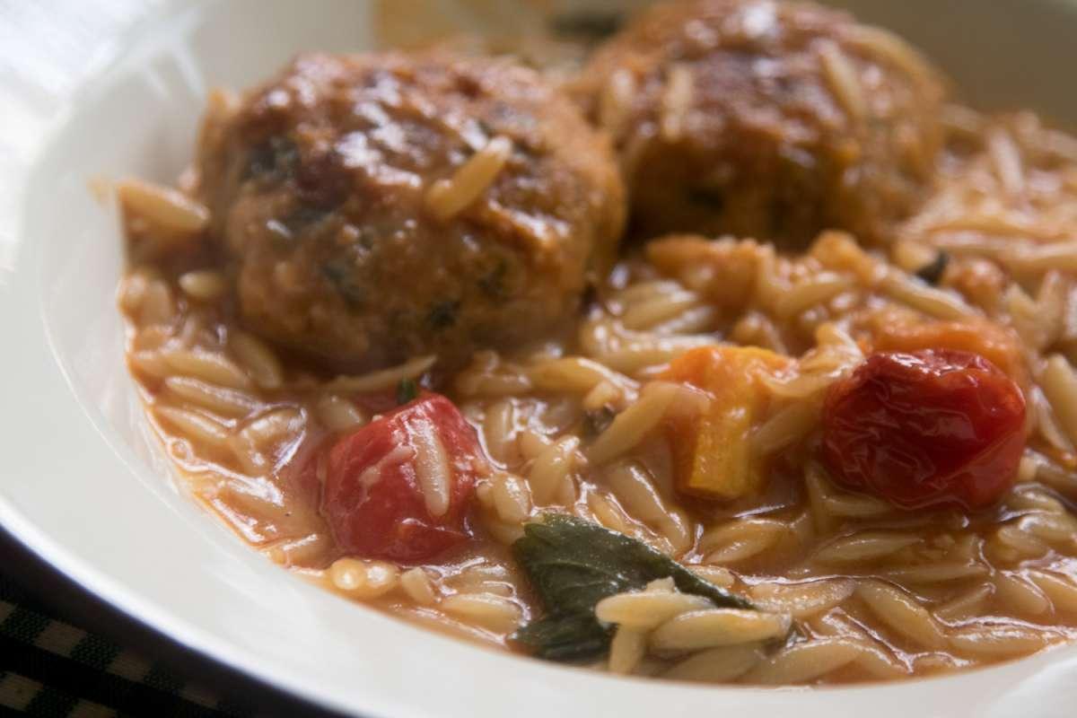 הבלוג של לייזה פאנלים | יומן מטבח קטן של עקרת בית גדולה | סיר של קציצות אפויות עם פתיתים 8
