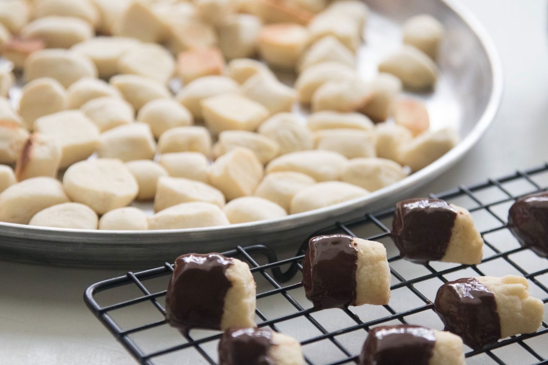 הבלוג של לייזה פאנלים | יומן מטבח קטן של עקרת בית גדולה | עוגיות ניוקי חמאה 7