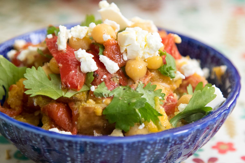 הבלוג של לייזה פאנלים | יומן מטבח קטן של עקרת בית גדולה | סלט עגבניות ודלעת צלויות, חומוסים ופטה
