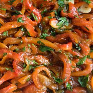 הבלוג של לייזה פאנלים | יומן מטבח קטן של עקרת בית גדולה | סלט פלפלים קלויים