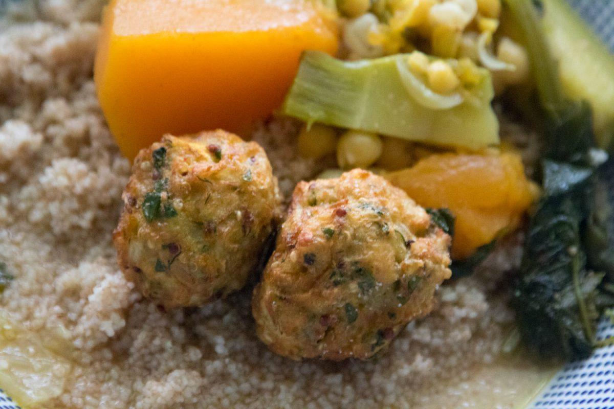 הבלוג של לייזה פאנלים | יומן מטבח קטן של עקרת בית גדולה | מרק קוסקוס עם כדורי קינואה כרובית 2