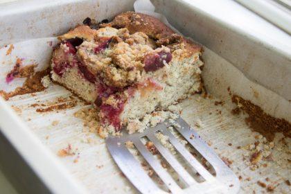 הבלוג של לייזה פאנלים | יומן מטבח קטן של עקרת בית גדולה | עוגת שזיפים, פרג וליים