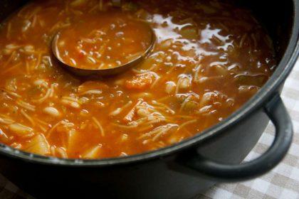 מרק שעועית עם איטריות