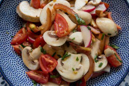 סלט פטריות ועגבניות שרי