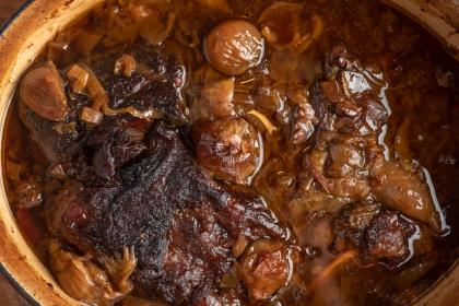 סיר בשר בבצלים
