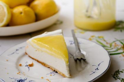 עוגת גבינה משגעת עם קרם לימון
